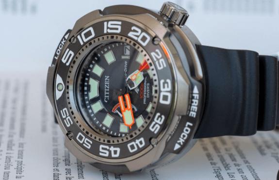 Citizen professional divers watch